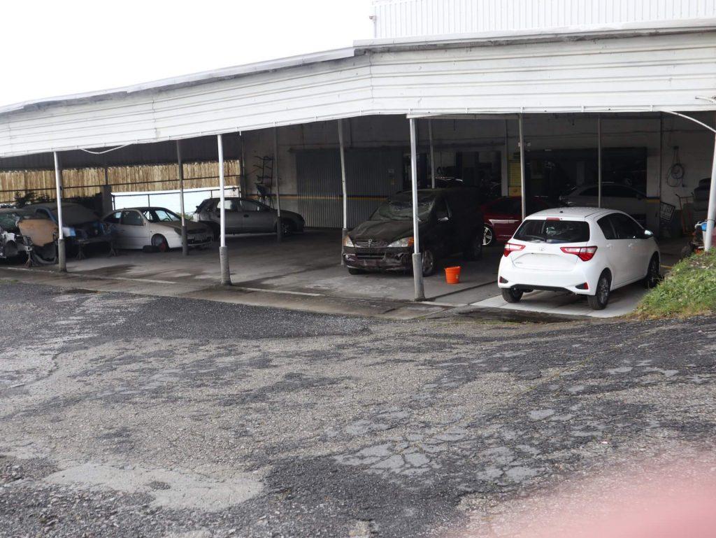 Ampliación de taller e venda de vehículos
